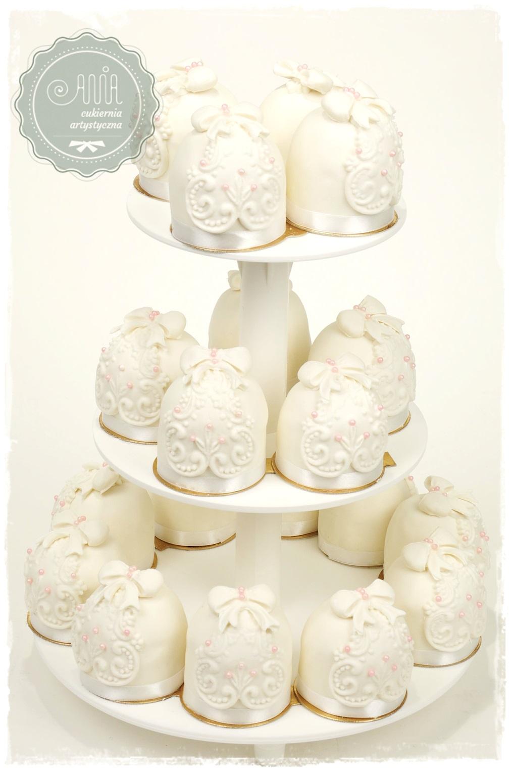 Tort cupcake koronka - zdjęcie 1
