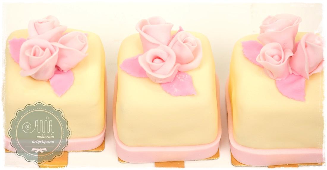 Cupcake Trzy różyczki - zdjęcie 1